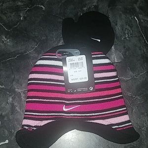 Child's size 2/4T Nike Hat with Mittens